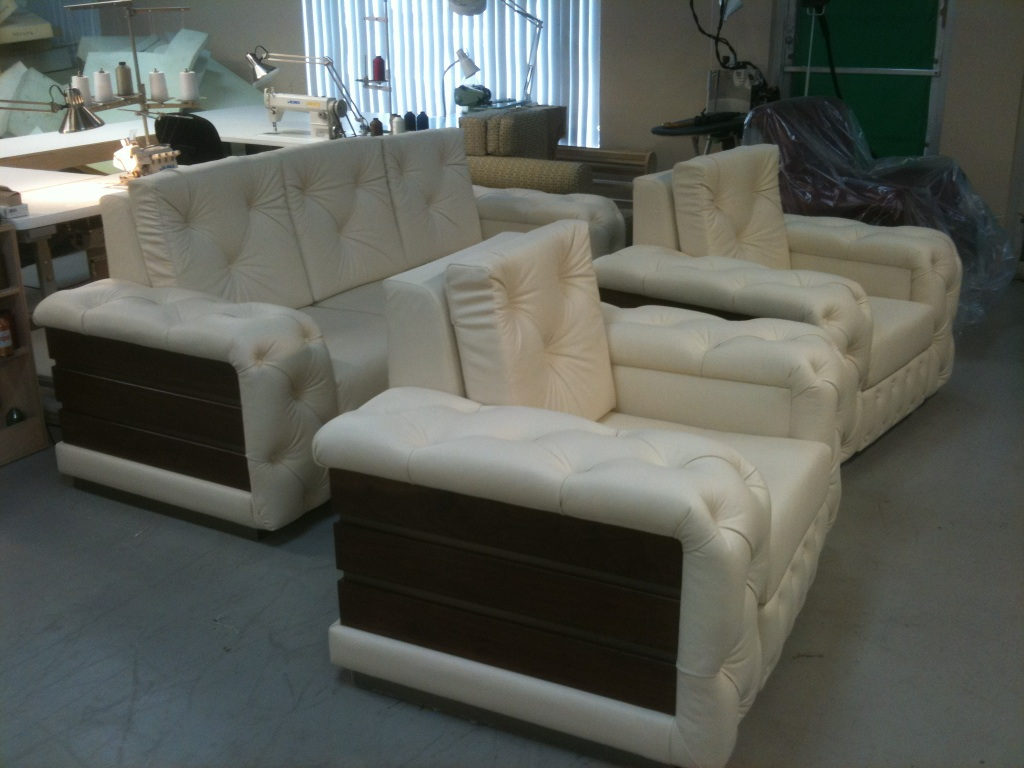 All in leather, tufted set