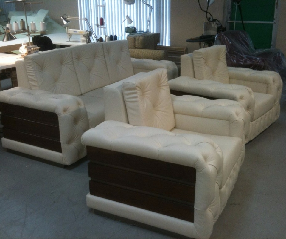 All genuine leather Tufted set. By Arol's Style Upholstery