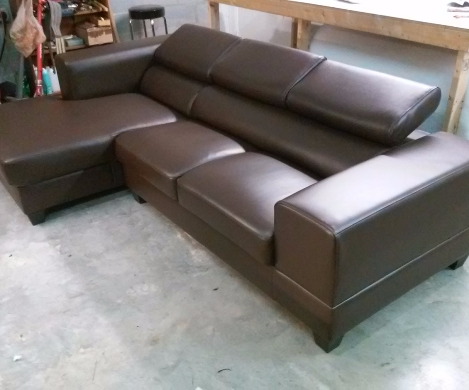 Custom Upholstered furnitures. By Arol's Style Upholstery (42)
